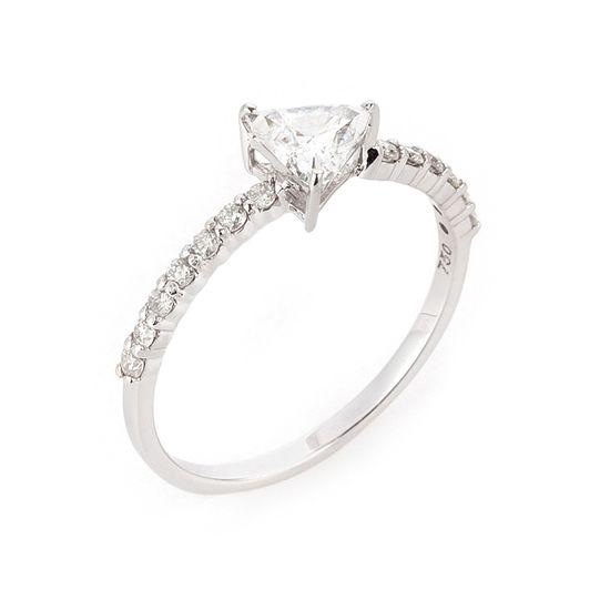 anel-ouro-branco-diamante-triangulo-lado-brilhantes