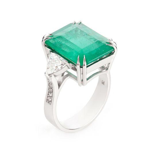 anel-ouro-branco-esmeralda-diamante-triangulo